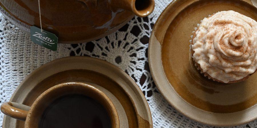 Tasse de café avec dessert