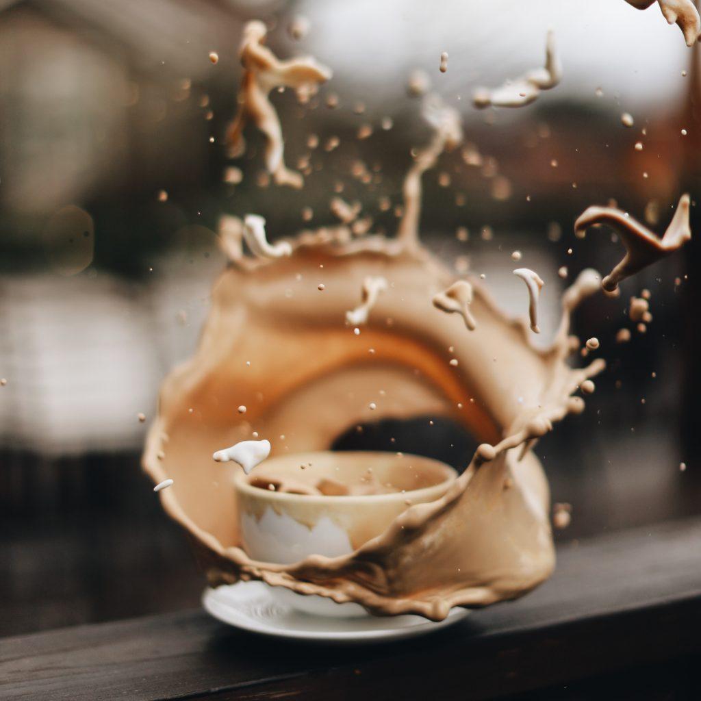 Tasse de café explosion