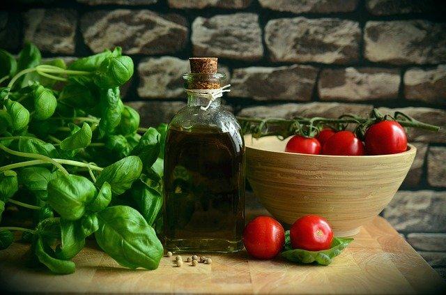 bouteille huile d'olive et noix