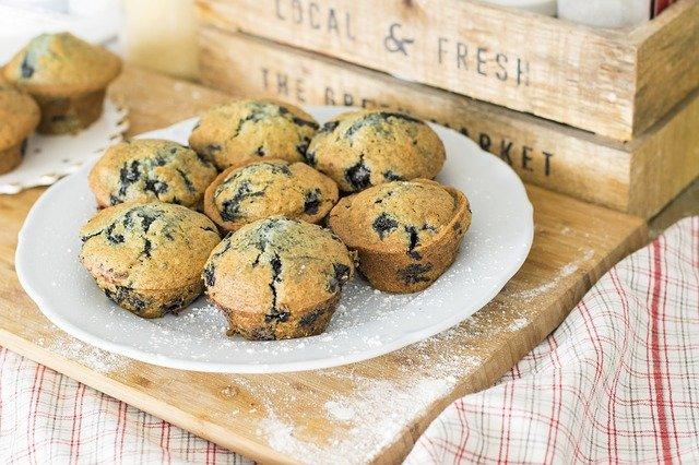 muffins dans une assiette